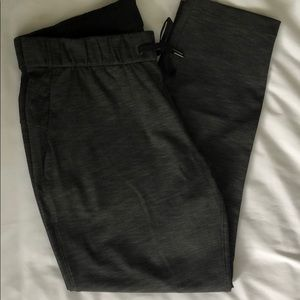 Lululemon charcoal gray On The Fly Pant - size 10